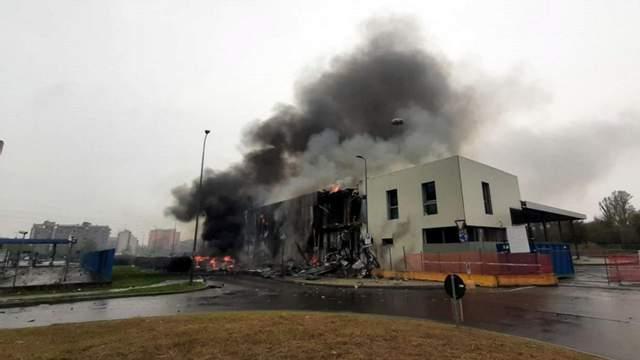 В Италии самолет врезался в здание, много погибших 3