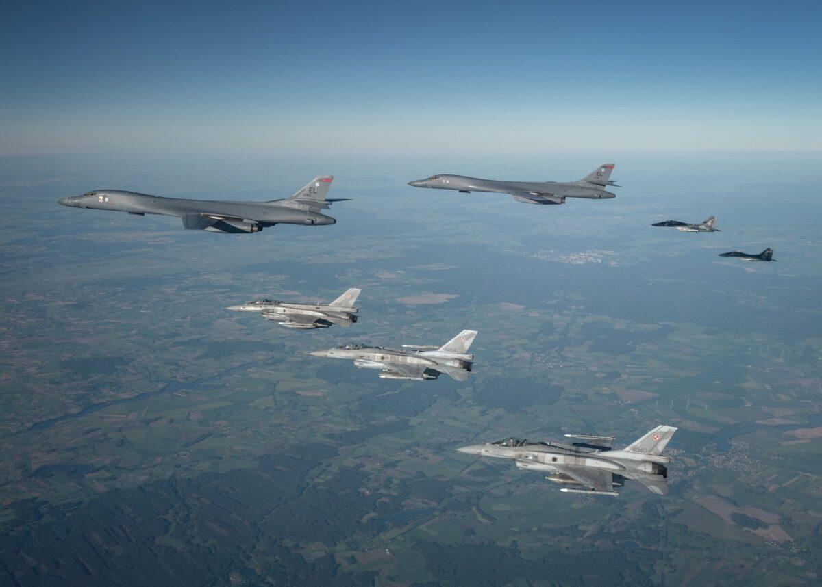 США перебросили в Европу стратегические бомбардировщики B-1B Lancer. ВИДЕО 2