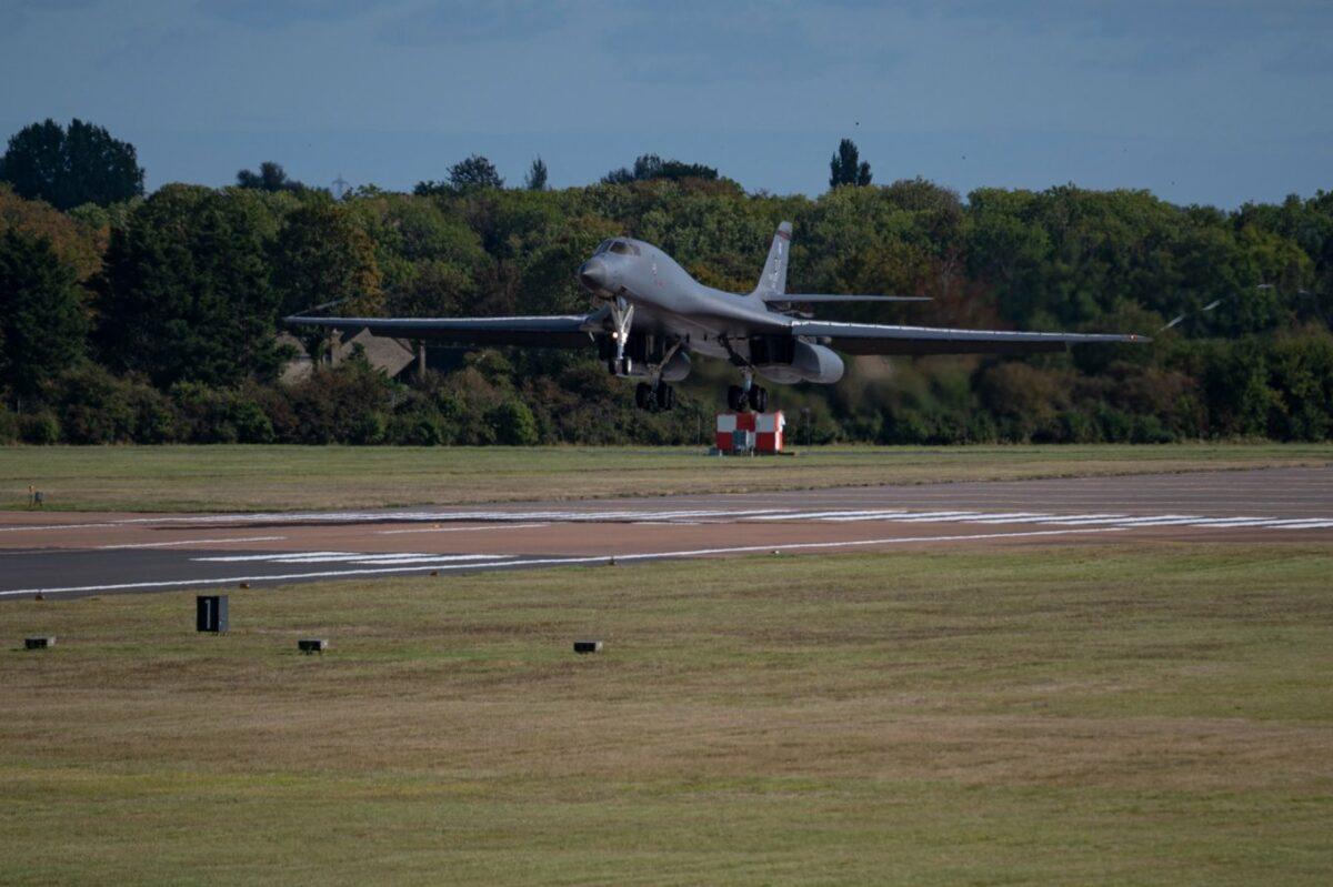 США перебросили в Европу стратегические бомбардировщики B-1B Lancer. ВИДЕО 1
