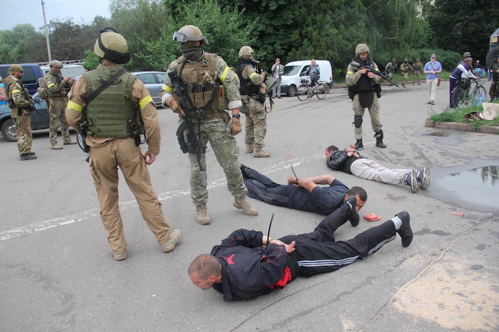 Силовики задержали боевиков которые притворялись мирными жителями. Фото