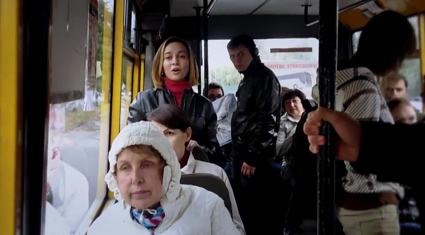 """Бойцы """"Айдара"""" заставили выучить гимн Украины двух жителей Луганщины, вывесивших российский флаг на своем балконе, - Москаль - Цензор.НЕТ 3160"""