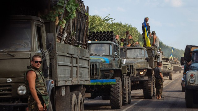 ато Deaths mount in Ukraine's Donetsk amid threat of Russia incursion